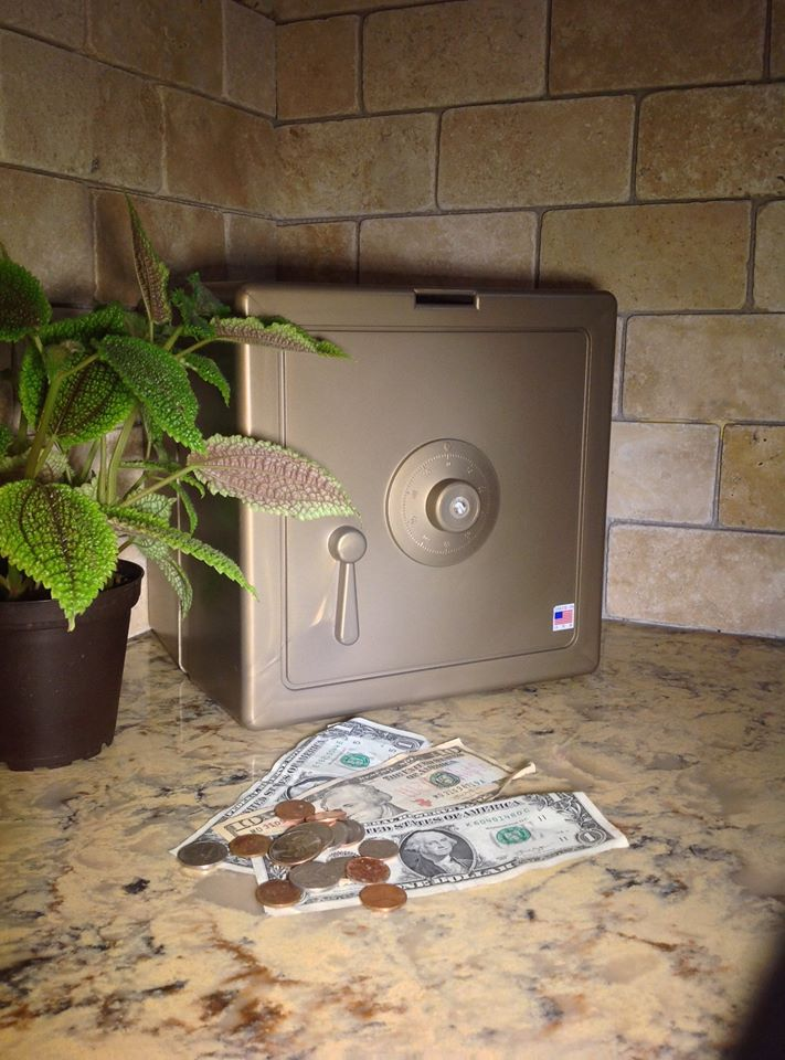 Gold Temptationless Bank on counter with cash3